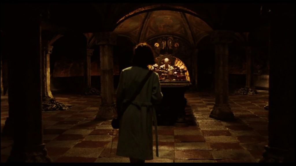 Ofelia enters the hall of the Pale Man